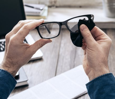 Brillenreinigung